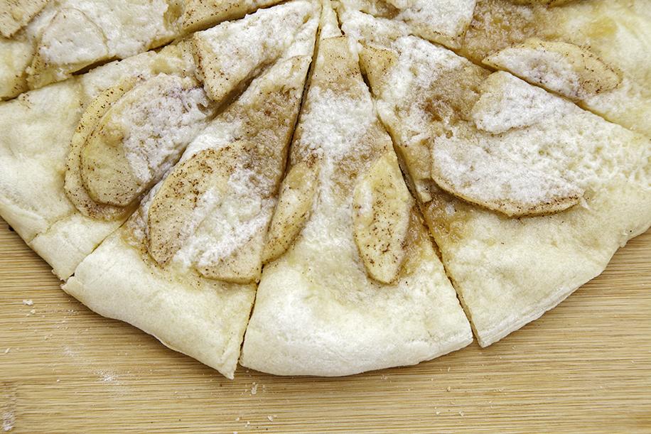apple cinnamon pizza