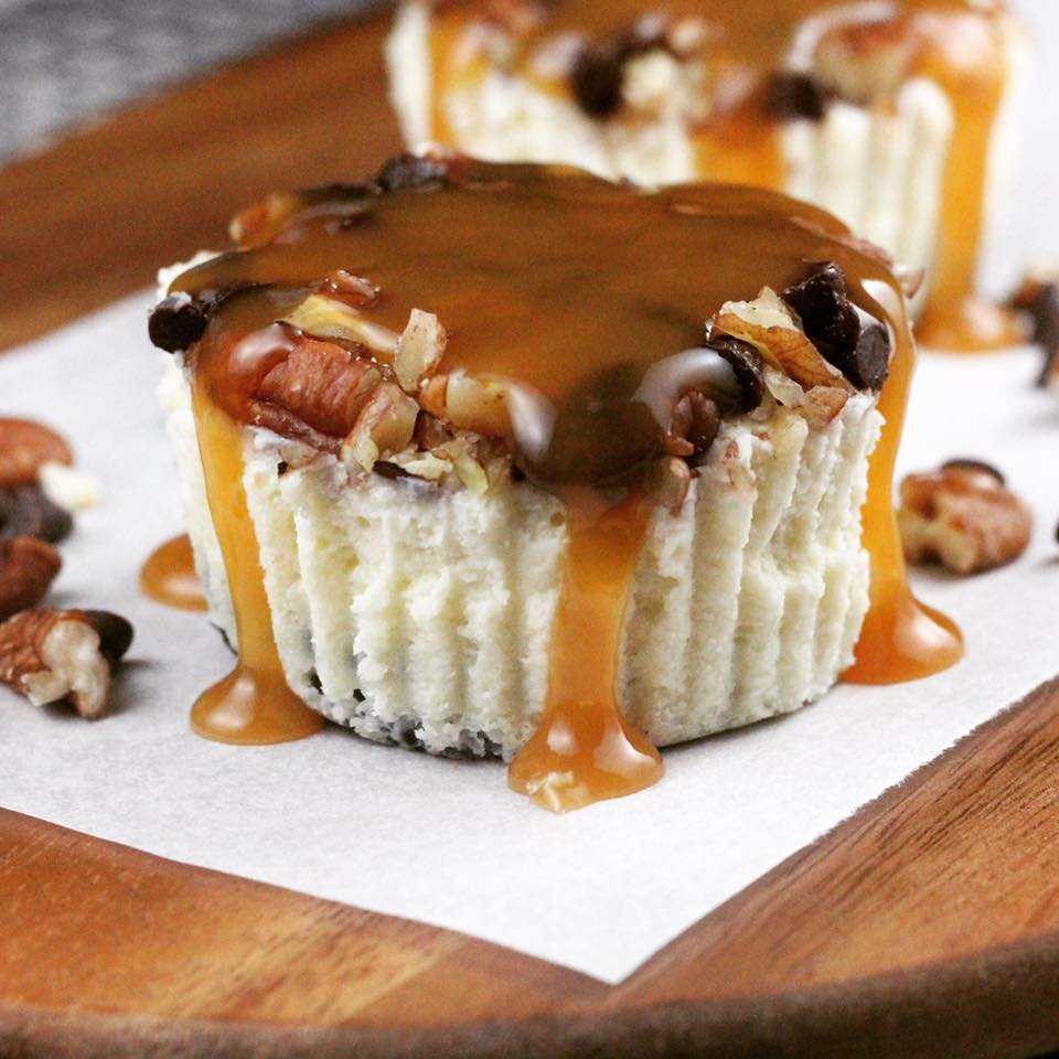 turtle cheesecake minis