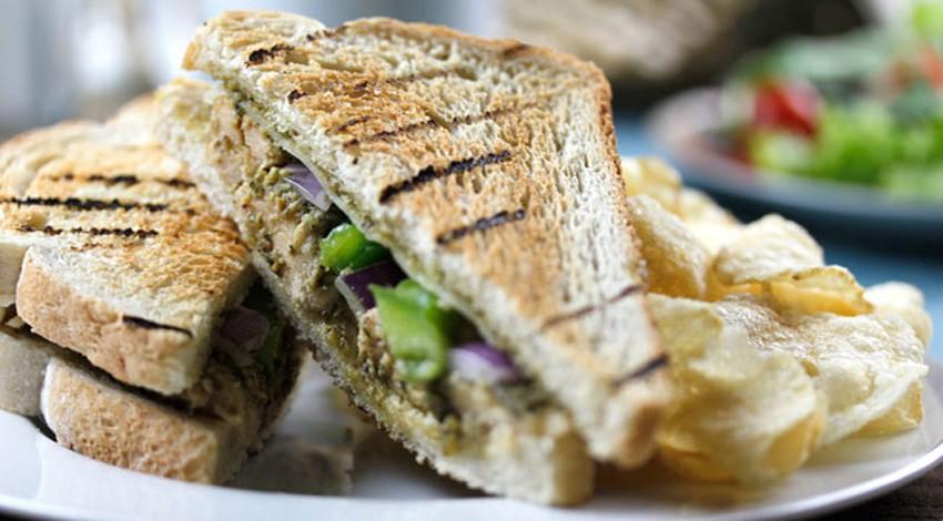 vanee grilled chicken pesto sandwich