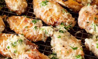 Garlic Parmesan Baked Chicken Wings