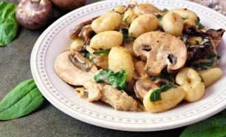 Creamy Spinach & Mushroom Gnocchi